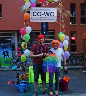 Lesbisch-schwules Stadtfest Berlin am Abend mit CO-WC