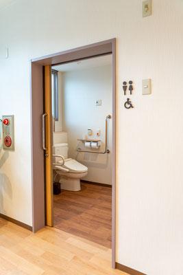 1F待合室横バリアフリートイレ