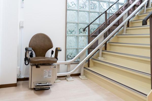 階段 バリアフリー リフト