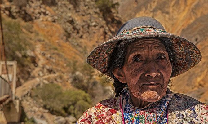 Eine alte Frau im Colca Canyon I Peru