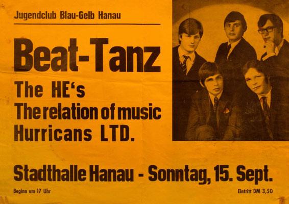 """Konzert-Plakat der Hanauer Stadthalle, in der der """"Jugendclub Blau-Gelb"""" regelmäßig Beat-Gigs veranstaltet hat"""