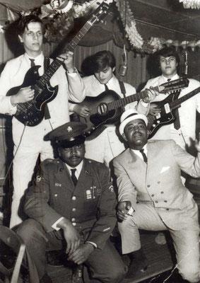 """Hanauer Beat-Band """"The Vampires"""" mit amerikanischen Soldaten"""