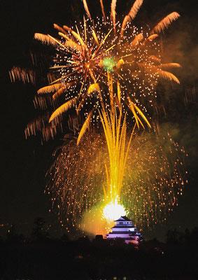 鶴ヶ城と花火2