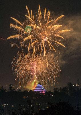 鶴ヶ城と花火3