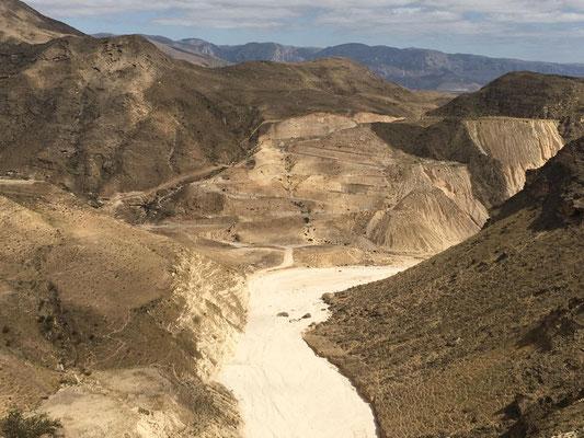Blick von oben ins Wadi Fazayah
