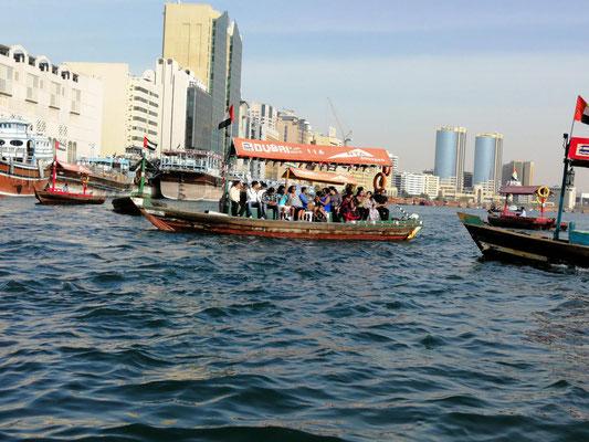 traditionelle Abra-Boote