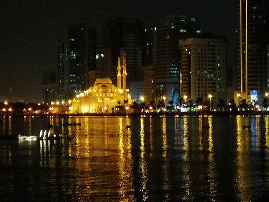 flanieren am Abend in Sharjah