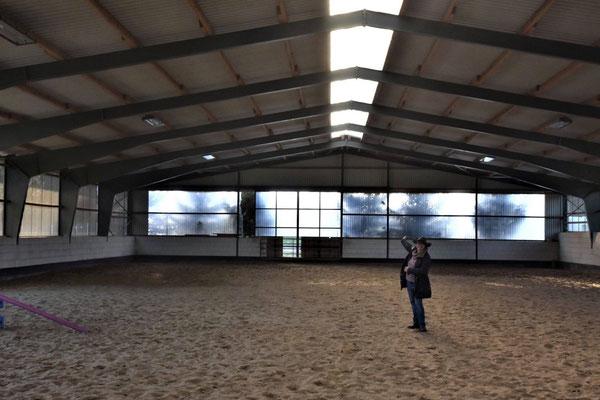 50 x 25 m Halle mit Reining Boden
