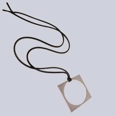 Eine tolle, silberfarbene Halskette. Extravaganter Modeschmuck designed by My-Levanjo.