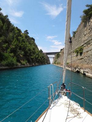 Fahrt durch den Kanal von Korinth