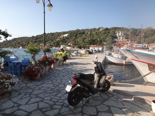 Blick in den Hafen Vathy auf Maganisi