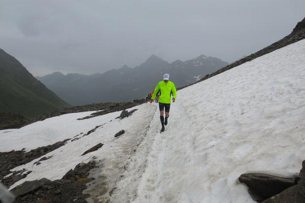 Höchste Vorsicht bei der Schneefeldquerung