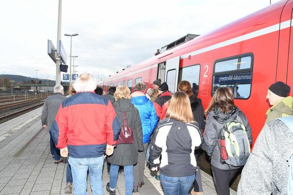 Aufpassen beim Einsteigen, wenn zwei Züge zusammenhängen ;-)