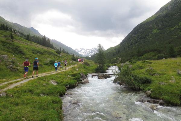 Richtung Dürrboden am rauschenden Wildbach entlang