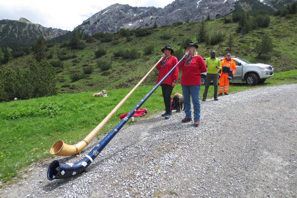 Alphornbläserinnen am Sassförkle auf 1771 m