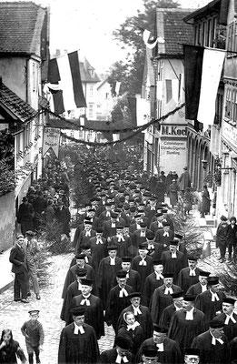 Umzug protestantischer Geistlicher in Homberg (Efze) anlässlich des Reformationsjubiläums, 1926, Sammlung Dr. Klaus Lambrecht