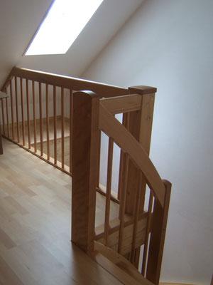 Treppengeländer und Bodenbelag Parkett