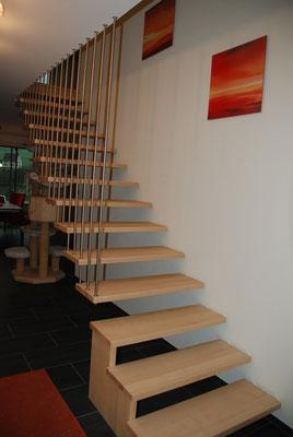 Treppe mit aufgehängten Stufen
