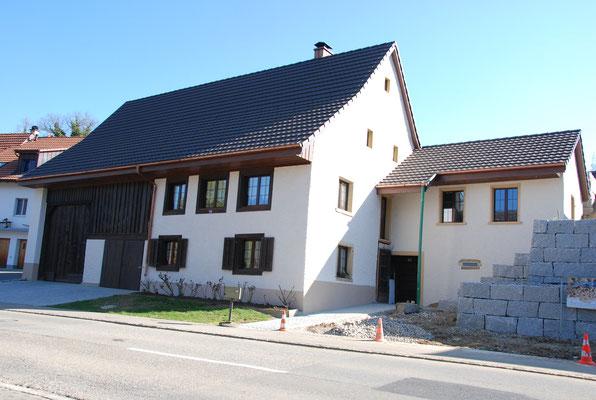 Bedachung mit Flachfalzziegel,  EFH Unterdorf,  Wölflinswil