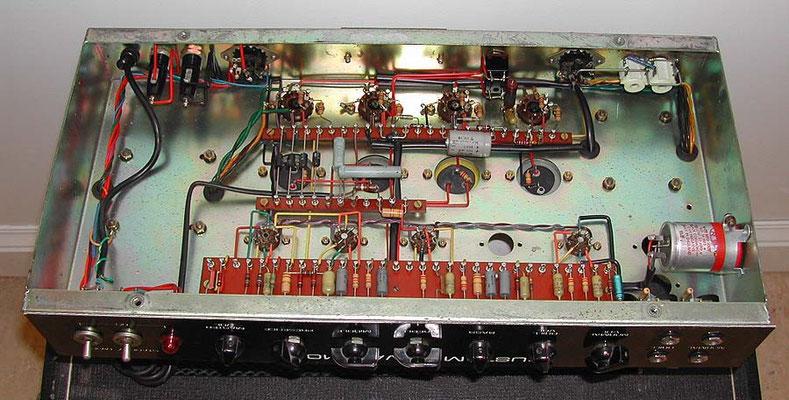 Hiwatt Custom 100 ou 50 Vintage  : c'est propre et net (qualité militaire)