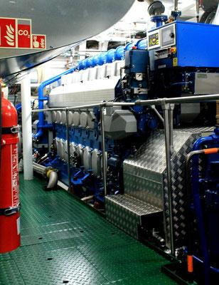 Helgoland Jungfernfahrt, einer  der beiden Dual-Fuel Hauptmotoren