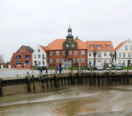 Alter Hafen mit Schifferhaus  (Foto Dr. Hochhaus)