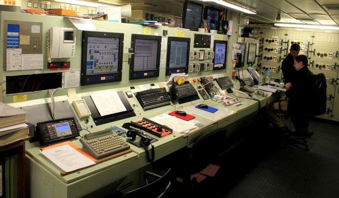 Maschinenkontrollraum, Fahrpult