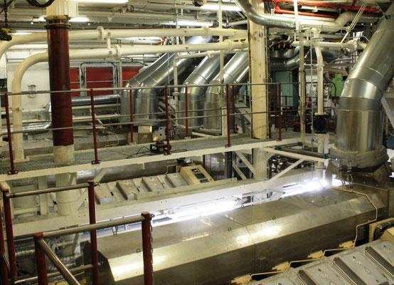 Neue Motorenanlage zum Antrieb der Propeller und Wellengeneratoren