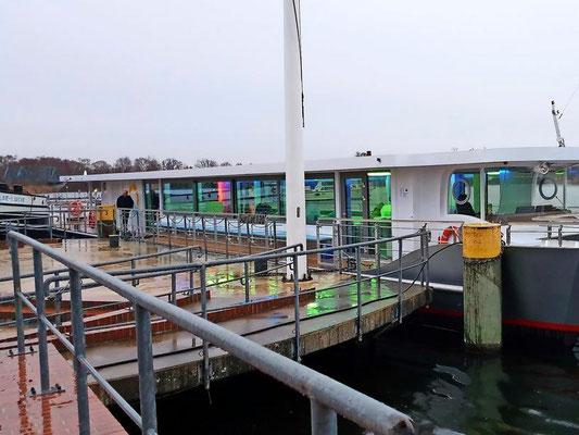 Der Pritzerber Schifffahrtsverein sorgte für  Landstromkabel    (Quelle MAZ)