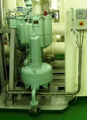 Abbildung 6: Schiffsanlage, Automatikfilter zur Schmierölrinigung (Foto Dr. Hochhaus)