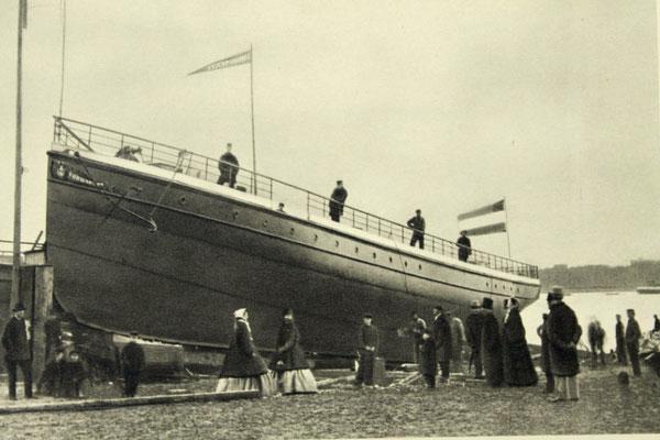 """Abbildung 2:  Die """"Vorwärts"""" war 1868 das erste Schiff in Kiel Ellerbek (Kieler Stadt- & Schifffahrtsmuseum)"""