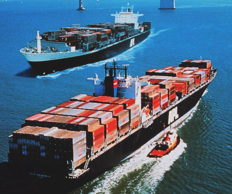 "Abbildung 9: Panamx Containerschiff ""President Kennedy"" (Quelle APL)"