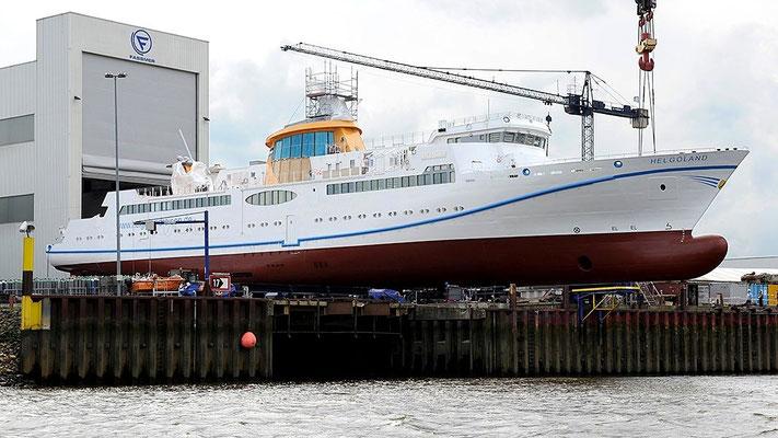 Das LNG-Seebäderschiff Helgoland vor dem Stapelhub bei der Faßmer Werft (Foto Faßmer Werft )