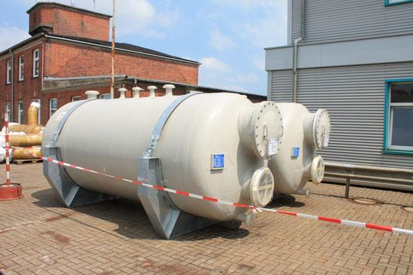 Abbildung 7: Zirkulationstanks warten auf den Einbau (Foto Dr. Hochhaus)