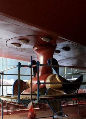 Abbildung 3: Einer der zwei Podantriebe unter dem neuen Hinterschiff (Foto Dr. Hochhaus)