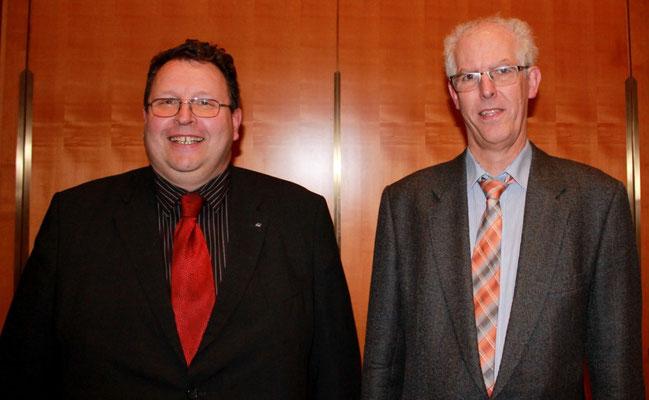 Abbildung 1: Kai Prostka (links)  wird Nachfolger von Prof. Günter Ackermann (Foto Dr. Hochhaus)