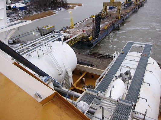 "Abbildung 4: LNG Tanks der ""Viking Grace"" auf Deck 6 (Quelle Markus Rantala Wikipedia)"