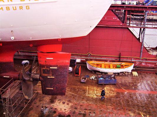 Blick zu Rettungsboot (Foto Dr. Hochhaus)