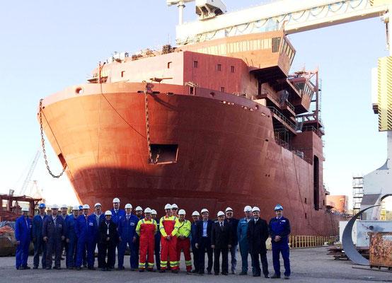 """Abbildung 8: Crist Werft, Ende April 2014 wurde der Kasko der """"Ceona Amazon"""" in Polen an die Lloyd Werft übergeben (Quelle Lloyd Werft)"""