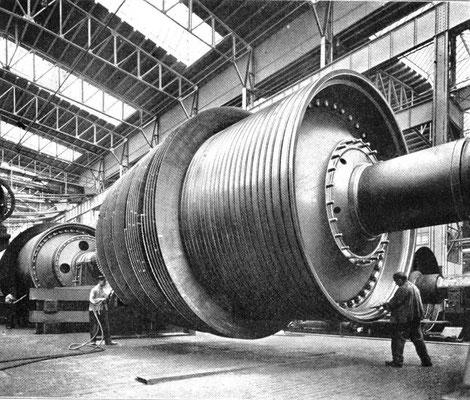 Einer der vier Dampfturbinenläufer der Imperator in der Fertigung bei der Hamburger Vulkan Werft (Quelle STG)