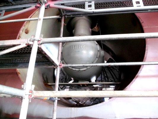 Abbildung 5: Die Propeller der Heckstrahler sind noch verpackt und ohne Schutzgitter vor den Öffnungen (Foto Dr. Hochhaus).