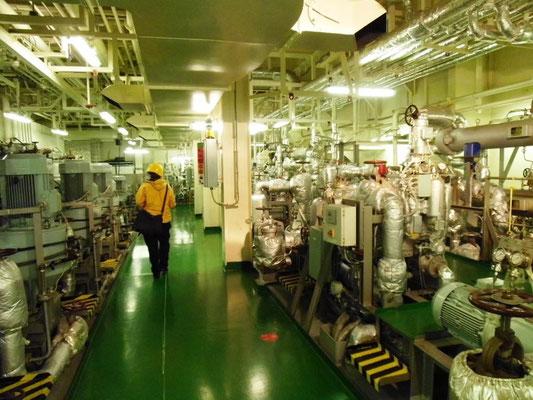 Abbildung 5: Schiffsanlage, Separatorenraum zur Aufbereitung des Schweröls und des Schmieröls (Foto Dr. Hochhaus)