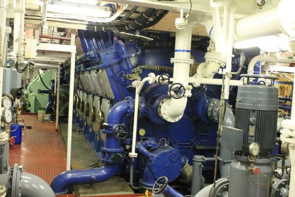 Abbildung 2: Blick auf einen der zwei Hauptmotoren (Foto Dr. Hochhaus)