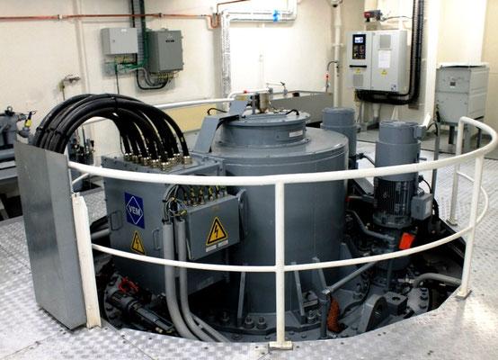 Abb. 12: Abbildung 12: E-Antriebsmotor für einen der vier Ruderpropeller (Foto Dr. Hochhaus).