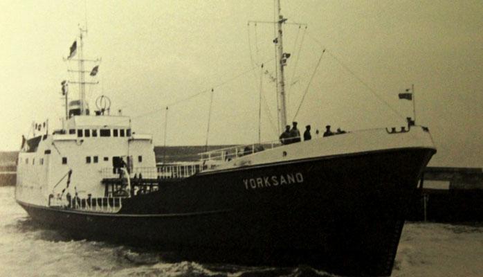 Das Tankmotorschiff Yorksand, bestellt unter der Bau-Nr. 1337 bei der Schlichting-Werft wurde zur  Büsum-Werft velagert  und 1964 abgeliefert (Quelle Harmstorf)