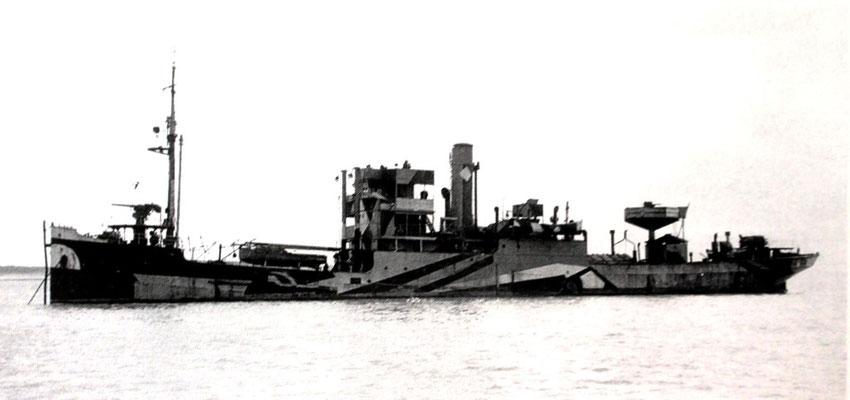 Nr. 25: Botilla Russ, 1922 von den Atlas Werken in Bremen als Bau Nr.  166 abgeliefert und 1939 als Vorpostenboot und 1942 als Sperrbrecher 37 in Dienst gestellt .