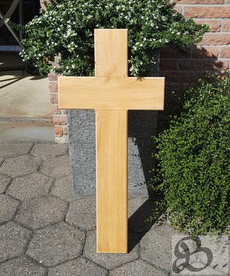 Grabkreuz aus Lärche, wetterfestes Holz für die Außenanwendung - Holzwerk Peter Stoiber