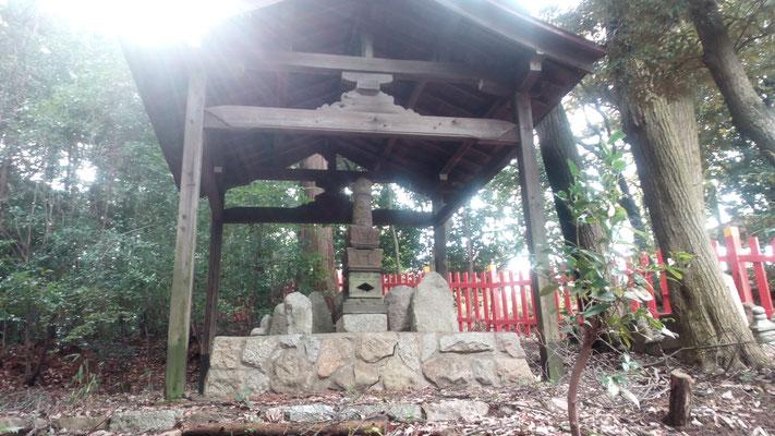 建勲神社内にある祠