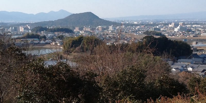 大和三山   畝傍山 後方は二条山