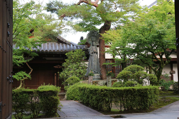 哲学者・西田幾多郎が瞑想するお寺